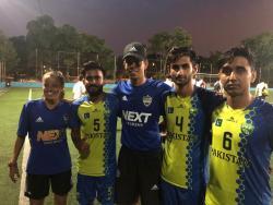 Jogadores paquistaneses e equipe NEXT-SP